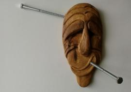 Dekoratyvinė kaukė (Kajugų genties kaukės interpretacija). Ąžuolas. h-24cm.