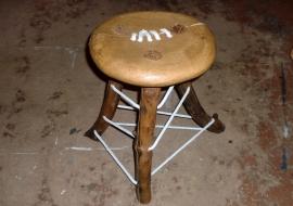 """Kėdės instaliacija """"Supančiotas 2"""""""